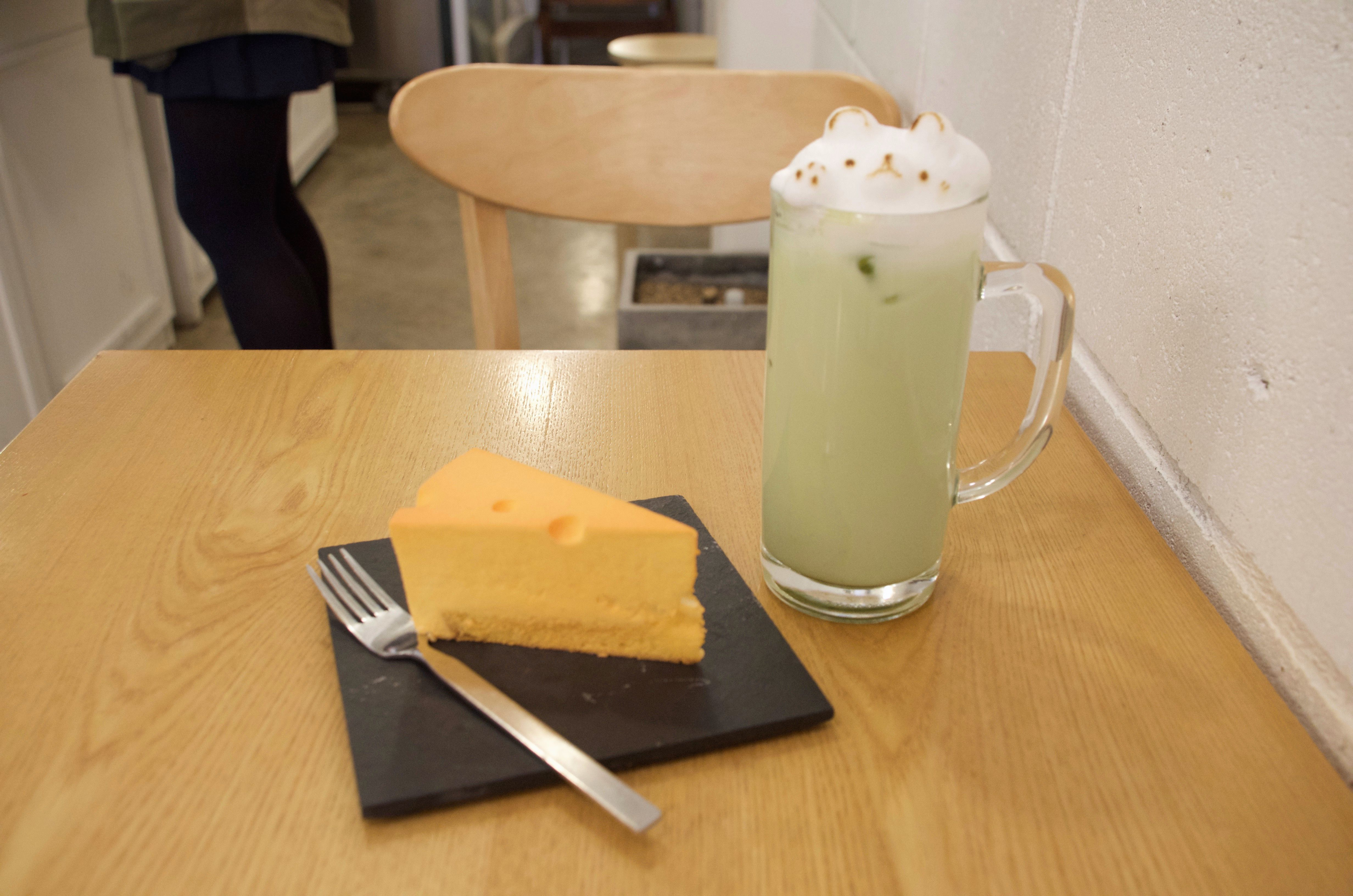 Green Tea Latte and Cheesecake at La Douce
